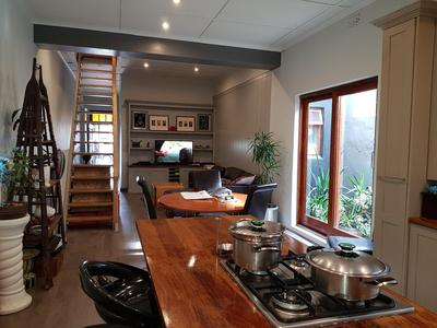 Semi-detached For Rent in Woodstock Upper, Cape Town