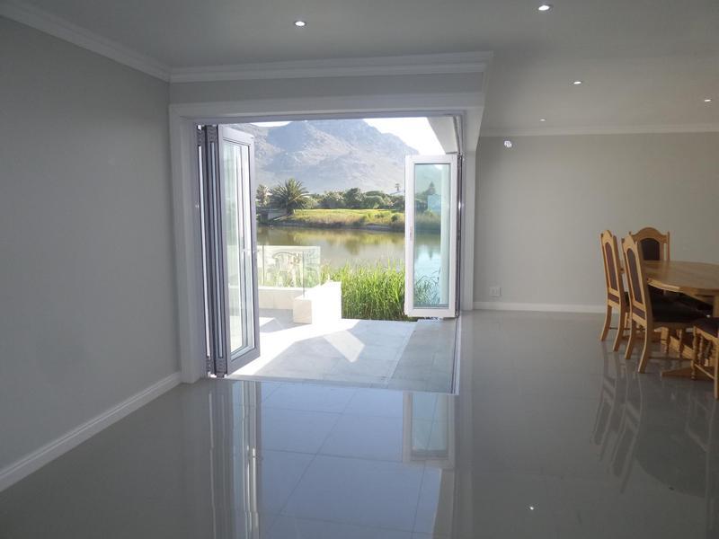 Property For Rent in Marina Da Gama, Cape Town 3