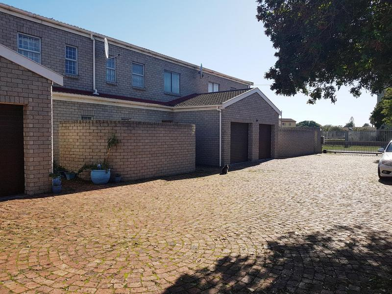 Property For Rent in Bloubergstrand, Cape Town 12