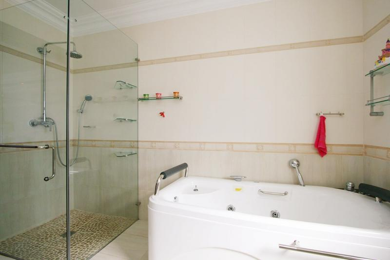 Property For Rent in Bloubergstrand, Cape Town 17