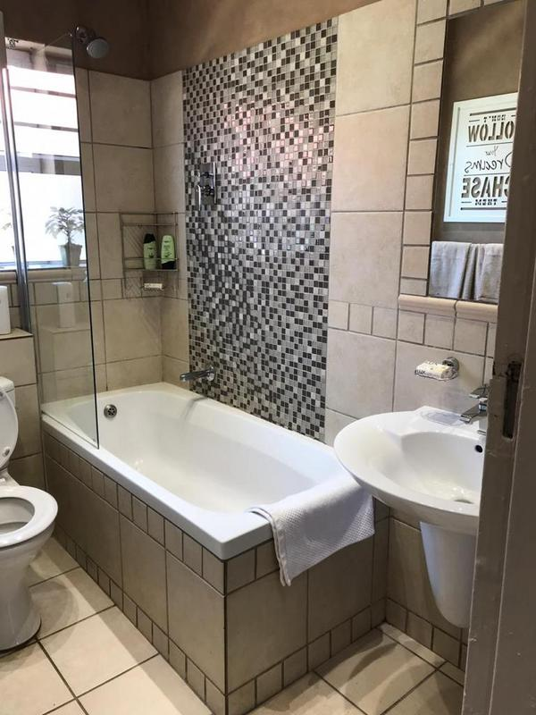 Property For Rent in Kenilworth, Cape Town 6