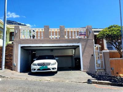 Semi-detached For Rent in Walmer Estate, Cape Town