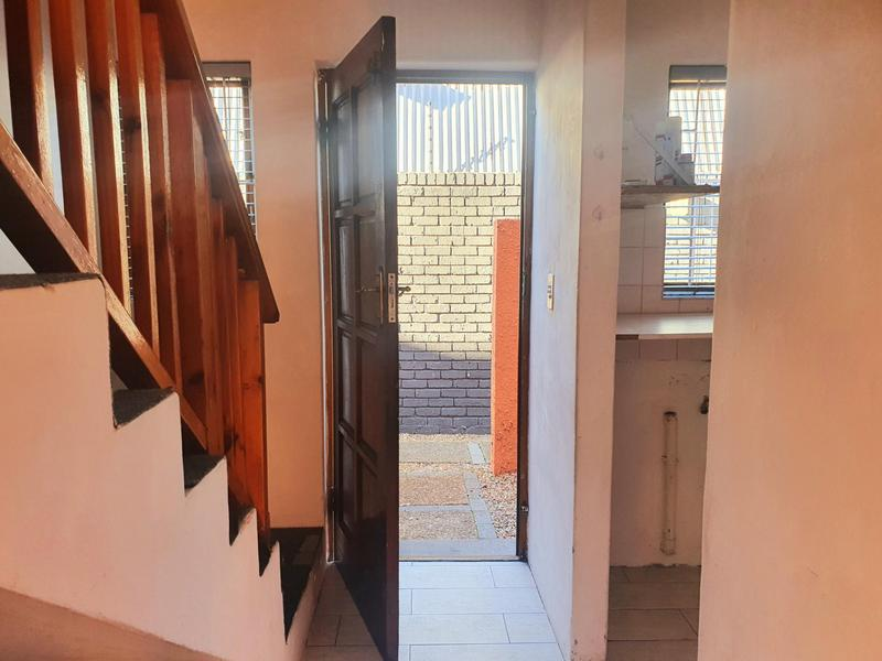 Property For Rent in Lansdowne, Cape Town 3